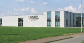 Büro mit Produktionshalle